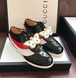 $enCountryForm.capitalKeyWord Australia - huweifeng4 Quality Top Women Letter Ribbon Pearl Bee Bow Metal Buckle Casual Shoes Genuine Patent leather Flat Shoes Sneakers With