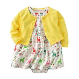 Recién nacido infantil vestido de niña Regular O-Neck 2pcs Establece manga  larga Cardigan amarillo + Vestidos mameluco Toddle Girls ropa Outfit 22f9dbfeb2c4