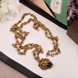 8d8ccd459fd4 Colgantes de leopardo clásico de Europa y moda americana collares de cobre  diseñador oro amarillo de 18 quilates chapado joyería del partido para las  ...