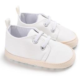 a22fcffbd3c Barato blanco clásico bebé niño niña zapatos casuales mocasines recién  nacidos botas cuna niños botines de algodón suave suela deporte zapatillas  de deporte