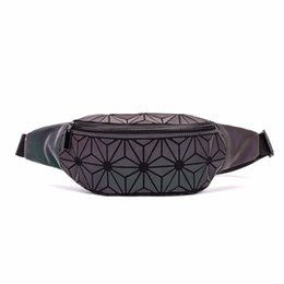 $enCountryForm.capitalKeyWord NZ - New Fashion fanny pack women chest Packs 2018 PVC material Hip Bag Geometric luminous holographic waist pack belt bag Travel