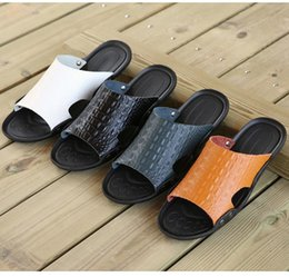 Discount massage rooms - Men Slippers Breathable Male Shoes Hollow Men's Flip Flops Fashion Leather Massage Summer Beach Sandals Zapatos Hom