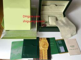 Venta al por mayor de Caja de relojes baratos Caja de reloj para hombre Reloj de pulsera original para hombres Relojes de caja Caja de cuero verde Etiquetas de tarjeta de folleto y papeles en inglés