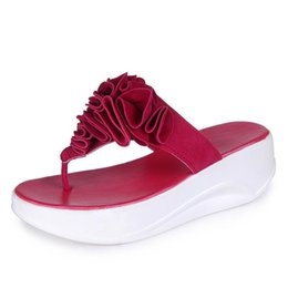 Chinese  Fashion Nice Summer Women Casual Sandal Butterfly Flat Flip-flops Pinches Thick Soles Slippers Female Flower Beach Shoes manufacturers