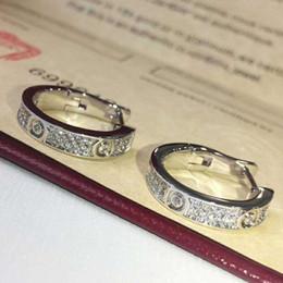 Venta al por mayor de Nueva moda joyería famosa marca Stud Titanio hilo de acero Pendientes 18 K chapado en oro de acero inoxidable Pendientes de gemas de amor clásicas para mujeres c