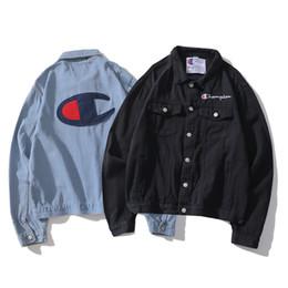 1c8f5dbaa69e8 Abrigo de Chaqueta de Hip Hop suelta para hombre de Demin Kanye West Lover  Outwear Abrigos Tendencia de tendencia de marca de ropa Tops