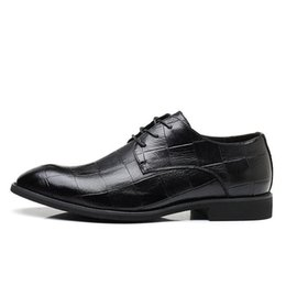 Discount brown casual dress shoes for men - ashion Men Wedding Party Dress Shoes Genuine Leather Casual Bussiness Men Shoes Lace Up Formal Oxfords For Men Flats