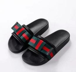 c5e192e98bc7 Novos homens da moda das mulheres sandálias casuais verão sapatos de praia  impressão marca mulher bowknot Peep Toe chinelos Boa qualidade G114
