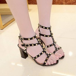 7627e5725 2018 de Alta Qualidade Estilo Europeu Moda Sapatos de Couro Importado  Feminino Sandálias Designer Tem Tag Feminino Chinelos Moda Feminina de  Salto Alto