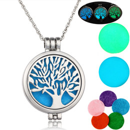 Chinese  Hot sale Essential Oil Diffuser Necklace Glow In The Dark Tree of life Aromatherapy Locket Pendant necklaces For women Fashion Jewelry manufacturers