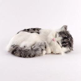 Dorimytrader Pop Brinquedo Do Gato Simulação de Pelúcia Realista Adorável Realista Animais de Estimação Boneca Gato Decoração para o Presente Do Carro 27x18x10 cm DY80005