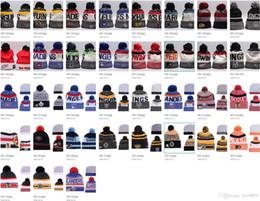35 estilos NHL Maple Leafs Invierno Mujer Lana de punto Blackhawks  Pingüinos Flyers Tiburones Gorros Unisex Casual Gorras Hombres Hiphop Gorros  Sombreros ... 2b4bef9beff