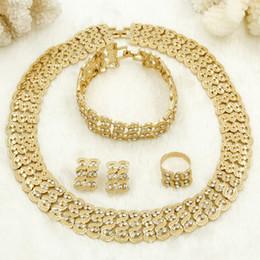 2018 Bijoux Indien Ensembles 24K Plaqué Or Dubaï Or Femme Collier De Mode Boucles D'Oreilles Bague Bracelet Boutique Or Perles Production en Solde