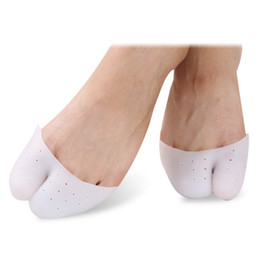 China Finger Protector Silicone Gel Ballet Shoe Pointe Toe Cap Covers High Heels Pointed Toes Pain Protector Silicone Gel Soft Pads Feet Care cheap shoes silicone pads suppliers