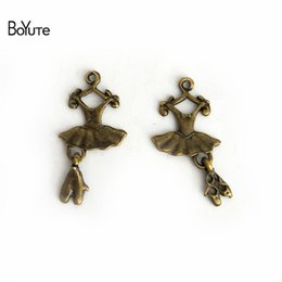 $enCountryForm.capitalKeyWord NZ - BoYuTe (50 Pieces  lot) 26*13MM Antique Bronze Plated Zinc Alloy Shoes Dress Ballerina Skirt Charms Pendants for Diy Jewelry Making