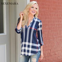Großhandel SEXEMARA Damen Top V-Ausschnitt Tunika Tops Plaid Frauen Bluse Shirt Dreiviertelhülse beiläufige weibliche Blusen 2018 Mode C38-H87