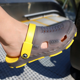 Clogs Leather Canada - Summer Fashion Unisex Men Women Clogs Slippers Breathable Mules Leisure Style Non-slip Beach Shoes Rubber Garden Shoes Outdoor Beach Shoes