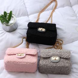 Fashion Plush Women Messenger Bags Lambswool Faux Fur Shoulder Bag Chain  Pink White Winter Party Bags Clutch Pouch Purse BA439 989147baa16ea