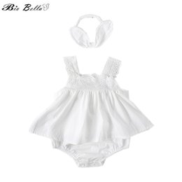 ae8240a634eb2 Kids Sweet Girl Clothes Sets Algodón Suave y Respirable Algodón Ruffles  Body + Headwear 2 Unids Ropa Floral Conjunto de Traje Bordado