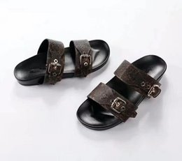 China The fashionable beach sandals of 2018 offer luxury fashion brands in sizes 35 to 46 for men and women suppliers
