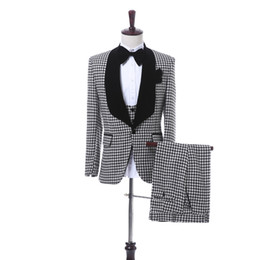 China Black Plaid Cloth Men Suits for Wedding 2018 Black Shawl Lapel Blazer Trim Fit Three Piece Groom Tuxedos Jacket Pants Vest suppliers