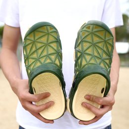 Clogs Leather Canada - Wholesale Mens Fashion New Style Summer Slippers Clogs Garden Shoes Breathable Sandals Outdoor Soft Flats Beach Sports Shoes