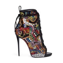 Luxo Cor Misturada Comic Frisado de Cristal de Noiva Sapatos de Casamento Mulher Peep Toe Lace Up Botas Stiletto Sapatos de Salto Alto Botas de Strass Tornozelo em Promoção