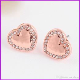 Verzierte MK Buchstaben Ohrstecker Serie M Herzförmige Diamantohrringe drei Farbauswahl für Frau berühmte Luxusmarke Stud