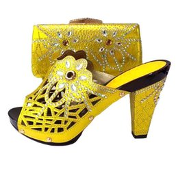 Yellow Glitter Pumps NZ - 2019 New Italian Style Rhinestone Pumps Shoes And Bags Set For Wedding Fashion yellow High Heels Woman Shoes And Special Bag Set