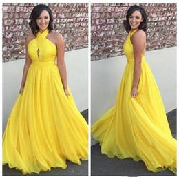 c72075d710 Vestidos de baile amarillo largo 2019 plisado cabestro una línea Backless  gasa vestidos de noche Vestidos Vestidos Festa Plus tamaño vestidos  formales Venta ...