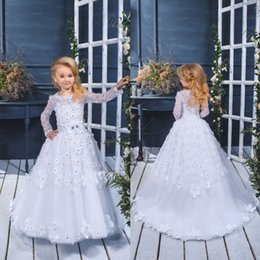 Barato Toddler Flor Girl Dresses Train-Romantic White Sheer Flower Girl Vestidos A-Line Sweep Train Kids Primeiro vestido de baile com 3D Floral Appliques Cristais Toddler Pageant Vestido