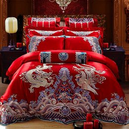 Discount dragon bedding - 100% Coon Red Luxury Duvet Cover Bed Cover Sheet Set Golden Dragon Phoenix Embroidery Paern Wedding Bedding Set 4 6 9pcs