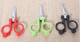 $enCountryForm.capitalKeyWord NZ - Free shipping portable folding scissors trip scissors plastic handle scissors 3 colors stainess steel shear wholesale