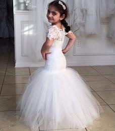 Venta al por mayor de Vestidos de niña de las flores de sirena de encaje Nueva llegada 2020 Longitud del piso Vestidos de desfile de bodas de moda Pura manga corta de tul Moderno Encantador
