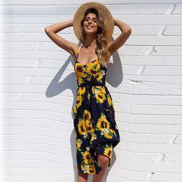 Moda de verano bohemio sexy con cuello en V vestido de estampado floral informal sin mangas irregular volantes cinturón de playa mini vestidos de sol en venta
