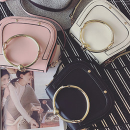 China 2018 New Lady Fashion Hot Women Handbag Shoulder Bag Metal Bracelet Ring Circular Crossbody Bag Hundred And Up Dumpling Bag suppliers