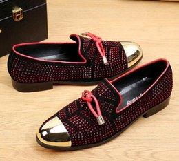 Мода Повседневная Формальная Обувь Для Мужчин Черный Натуральная Кожа Кисточкой Мужчины Свадебные Туфли Золотой Металлический Мужские Шипованные Мокасины на Распродаже