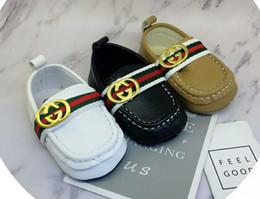 Ingrosso 2019 Baby Boy Scarpe Sneakers Autunno Solid Unisex Culla Scarpe Infant PU Calzature in pelle Bambino Mocassini Neonata Prima Walker Scarpe