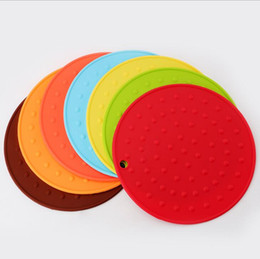 $enCountryForm.capitalKeyWord UK - Wholesale Multiplel Color Spots Hollow Design Round Silicone Table Heat Resistant Mat Cup Coffee Coaster Cushion Placemat Pad
