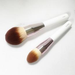 LA MER POWDER FOUNDATION BRUSH - Acabado impecable en polvo sintético suave Gran polvo - Maquillaje de belleza Pinceles Blender