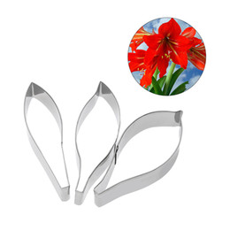 Fondant Flowers For cakes online shopping - 3pcs set Stainless Steel Metal Fondant Cake Mold Flower Petal Cake Tool for DIY Cake Sugar Cookie CutterDecorating Tools