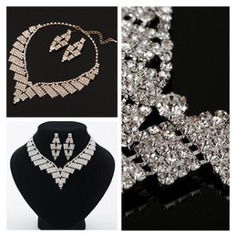 exquisite love heart Bridal Crystal Necklace White Rhinestones Mosaic  Wedding Dress Jewelry Lady Earrings Necklace Jewelry Set e6d9915afd16