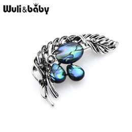 Wuli baby Classic Vintage Natural Shell Feather Flower Weddings Banquet Brooches  Pins New Year s Jewelry Gifts 1d217ccebc72