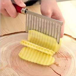 potatoes chips 2019 - French Fry Cutters Potato Dough Waves Crinkle Cutter Slicer Potato Cutter Slicer Kitchen Vegetable Carrot Chip Blade wn5