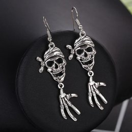 900496a3c2b3 2018 Nuevos Esqueletos Pendientes Skeleton of Hand Dangle Pendientes  Exagerado Punk Jewelry Regalo de Halloween Envío Gratis
