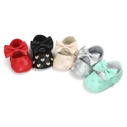 Discount newborn baby leather moccasins - summer spring Classic infantil pu leather baby moccasins girls baby shoes butterfly knot soft bottom newborn shoes bx305