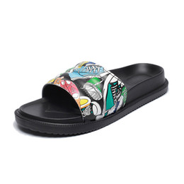 China 2018 mens and womens fashion causal slippers boys &girls cartoon print flower slide sandals unisex outdoor beach flip flops size 36-44 cheap size womens sandals suppliers