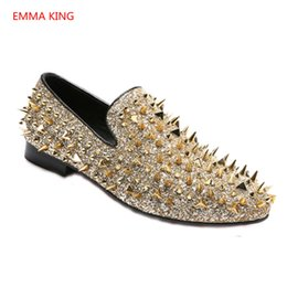 Fashion Gold Spiked Loafers Shoes Men Round Toe Bling Sequins Banque  Wedding Shoes Male Slip On Rivets Men Shoes Leather d2f5be41f0b0