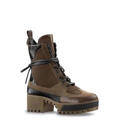 a4be155578 inverno novas botas curtas com salto alto Martin botas de couro plataforma  de sola grossa botas de locomotivas combate das mulheres + caixa