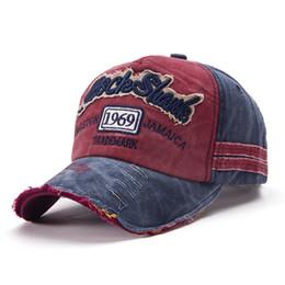 2018 cappelli unisex estate casual lettera regolabile outdoor mens Cappellini  da baseball cappello da sole buco rotto berretto da baseball da donna  grigio ... 25e7c8feeb7a